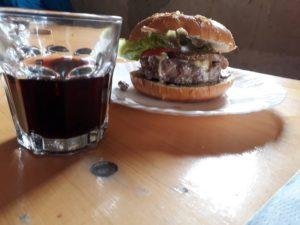 Burger préparé au Habert d'Aiguebelle